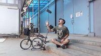 Ayah dua anak ini sudah mencoba berbagai jenis sepeda, seperti folding bike atau sepeda lipat dan road bike. Foto: Instagram @wendicagur