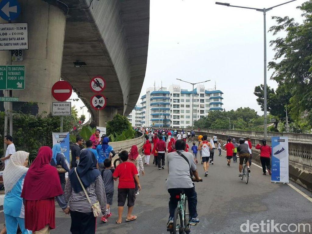 Jadi hari ini perdana kita pakai jalan layang non tol Antasari untuk car free day. Jadi saya mendukung sekali sebagai warga di sini, karena saya tinggal di sini. Saya berharap ini jadi sebuah oase, sebuah tempat yang bisa mempersatukan warga khususnya di Jakarta Selatan, kata Sandi. (Foto: Parastiti Kharisma Putri/detikcom)