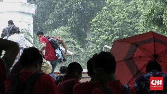 SUGBK Diguyur Hujan Jelang Timnas Indonesia vs Islandia