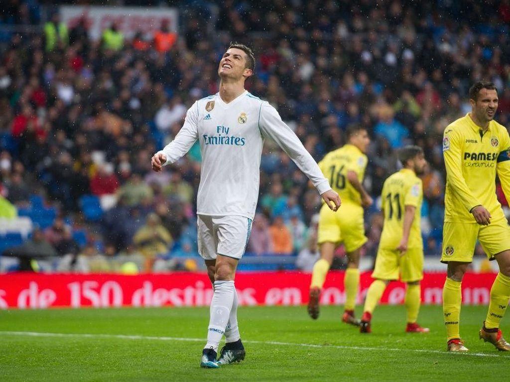 Cristiano Ronaldo punya setidaknya dua peluang bersih di babak pertama. Tapi semua peluang itu, yang didapat saat tinggal berhadapan dengan kiper, gagal berujung gol (Denis Doyle/Getty Images)