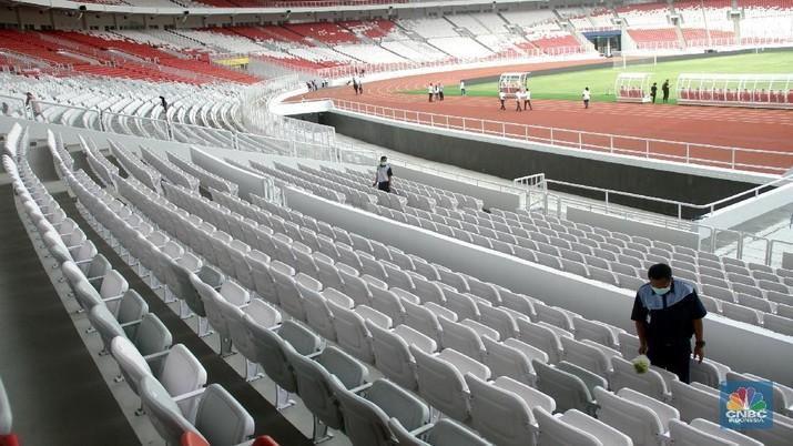 Tampilan Stadion Utama Gelora Bung Karno (SUGBK) pasca renovasi, Senayan, Jakarta, Jumat (12/1/2018). Renovasi dengan nilai kontrak mencapai Rp 770 Miliar, sejumalah fasilitas anyar ditanamkan di stadion yang berdiri sejak 1962 tersebut, diantaranya tribune penonton single seater, kamar ganti yang dilengkapi fasilitas kamar mandi, toilet, shower, serta bak dengan pilihan air panas dan dingin, selain itu juga dicangkokkan rumput kelas 1 standar FIFA.