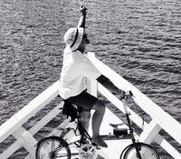 Musisi Nugie mengaku bersepeda sejak tahun 2009 untuk menghilangkan stres, sekaligus mengampanyekan hidup sehat dengan mengurangi polusi. (Foto: twitter/@NugieTrilogy)