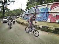 Menurut Wendi, menggunakan sepeda ke lokasi kerja selain menghindari macet tapi juga demi kesehatan. Foto: Instagram @wendicagur