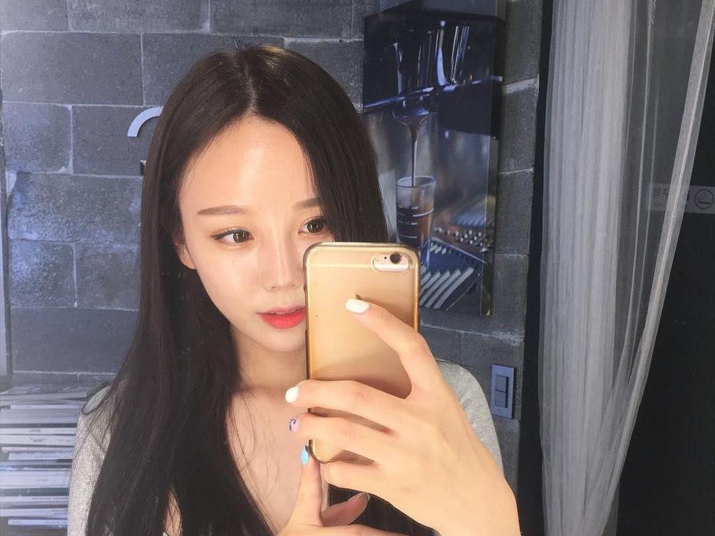 Potret Cantik Wanita yang Viral karena Gemar Unggah Foto Perut Langsing