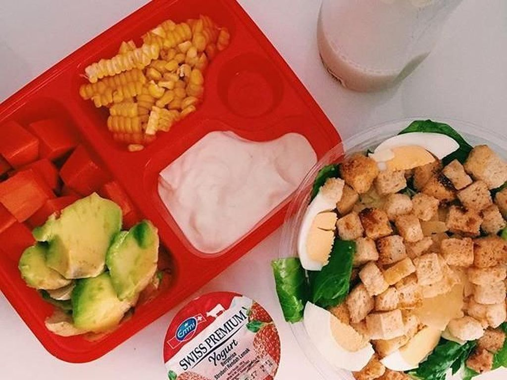 Kalau menu diet yang satu ini, dibuat sendiri oleh Fitrop. Ia menghitung kalorinya. Menu ini punya 1200 kalori menurut mojang Bandung ini. Foto: Instagram Fitri Tropica