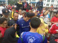Turut hadir Wakil Gubernur DKI Jakarta Sandiaga Uno. Kehadirannya membuat warga yang lagi olahraga jadi gagal fokus minta foto bersama. (Foto: Firdaus/detikHealth)