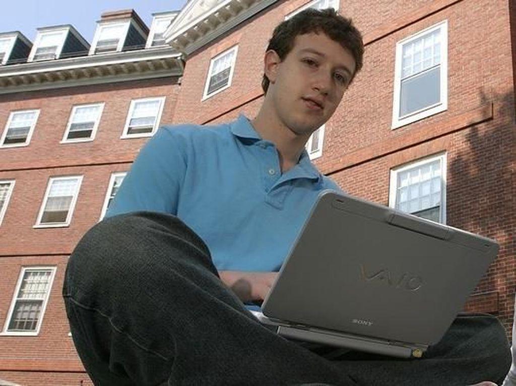 Zuckerberg saat masih kuliah di Harvard walau akhirnya drop out. Foto: istimewa