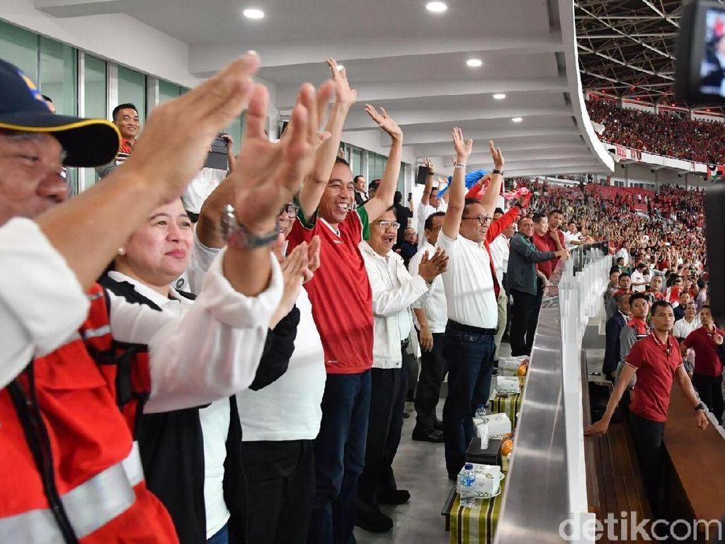 Foto: Ekspresi Presiden Jokowi saat Timnas Indonesia mencetak gol. (Foto: Laily Rachev - Biro Pers Setpres)