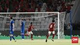 Penyerang Timnas Indonesia Ilham Udin Armaiyn merayakan gol ke gawang timnas Islandia setelah kiper Alex Runarsson melakukan blunder. (CNN Indonesia/Andry Novelino)