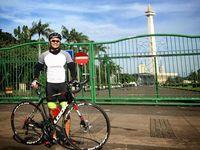 Di hari libur bersepeda jadi aktivitas pilihan Anjas untuk berolahraga sambil menikmati pemandangan. (Foto: Instagram/anjasmara)
