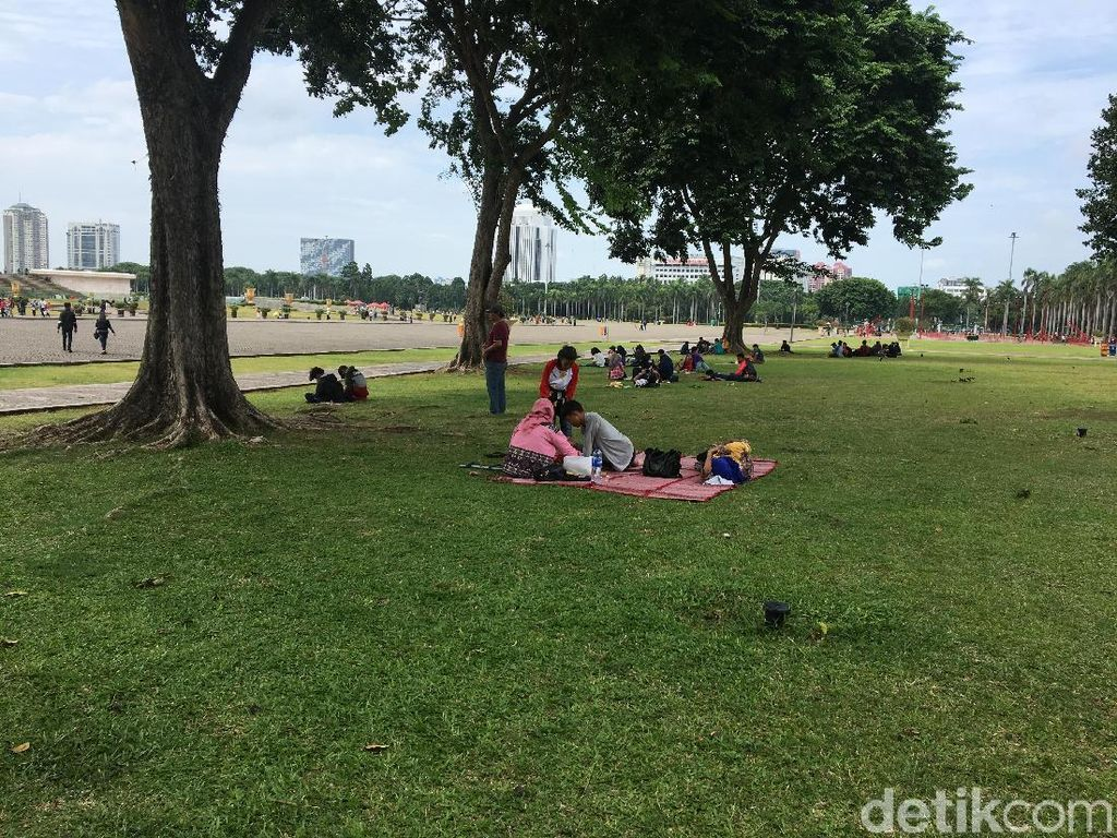 Wakil Gubernur DKI Jakarta Sandiaga Uno memang mengatakan akan mengubah konsep kawasan Monas seperti Central Park di New York atau Hyde Park di London. (Foto: Gusti Ramadhan/detikcom)