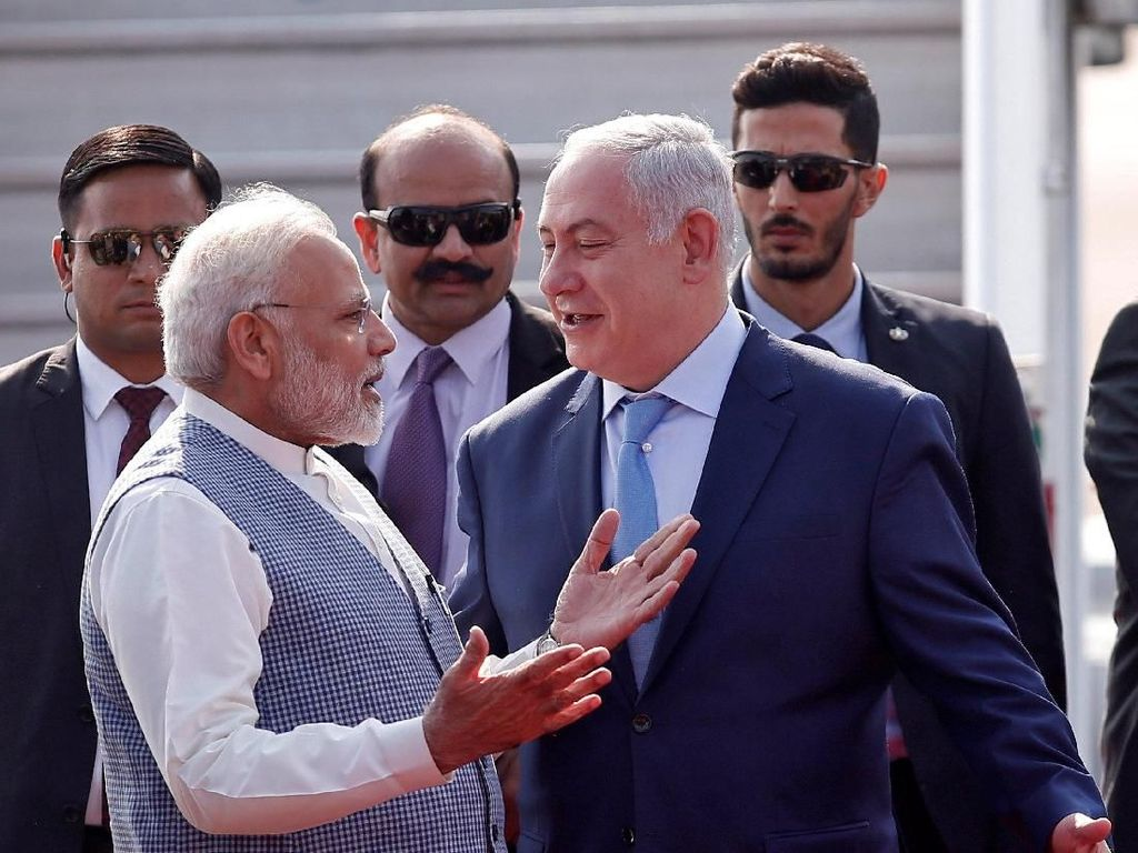 Kehadiran Modi dan sambutan akrabnya membuat Netanyahu merasa tersanjung. Ia menyampaikan rasa terima kasihnya kepada Modi lewat sosial media Twitter. Foto: Dok. REUTERS/Adnan Abidi