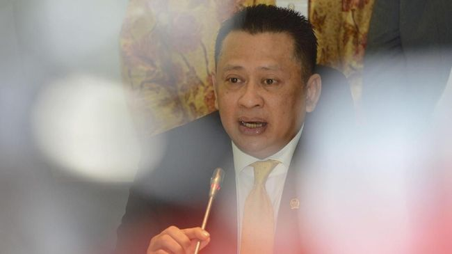 Tiga Hari Kerja, Ketua DPR Bamsoet Diminta Mundur oleh Pedemo