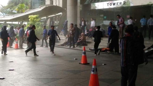 Selasar Gedung BEI Roboh, Ratusan Orang Terluka