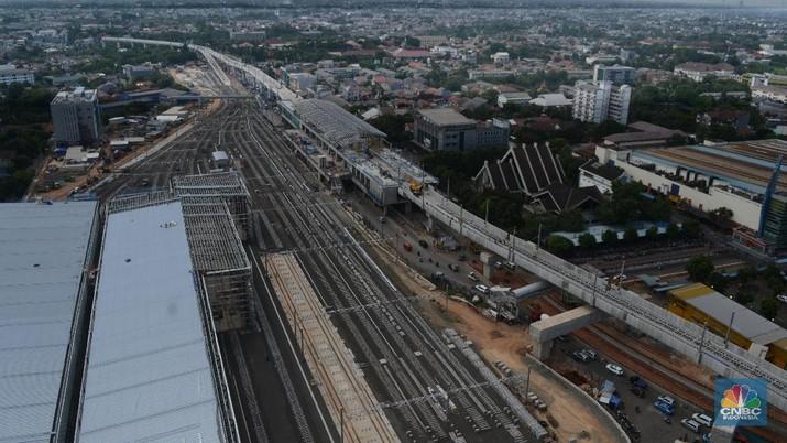Menteri PUPR Basuki Hadimuljono belum dapat memastikan kapan proyek MRT dan LRT dimulai lagi.