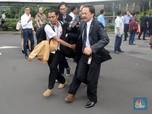 Aksi Dirut BEI Bantu Evakuasi Korban