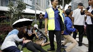 FOTO: Suasana Saat Selasar Gedung BEI Roboh