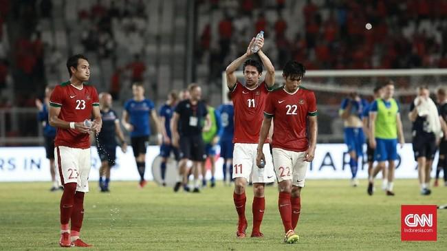 Hingga laga usai Timnas Indonesia gagal menambah gol dan timnas Islandia meraih kemenangan 1-4 di SUGBK. (CNN Indonesia/Andry Novelino)