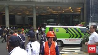 Selasar Gedung BEI Roboh, Netizen Kirim Doa Bagi Para Korban
