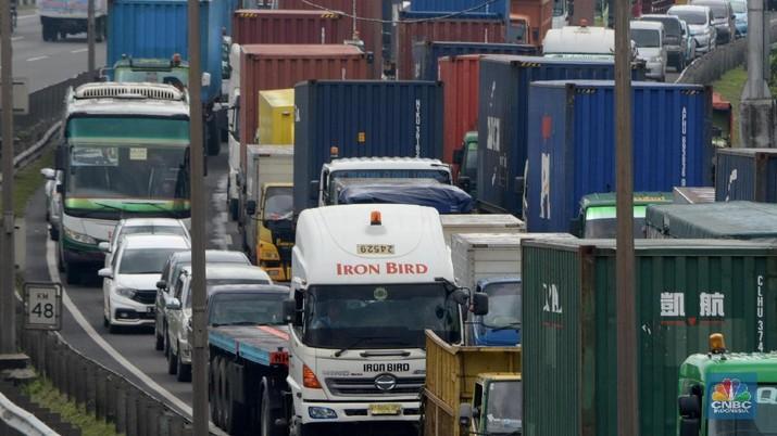Jasa Marga menetapkan kenaikan tarif tol pada ruas Cipularang dan Padaleunyi.
