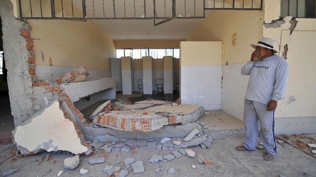 Chala dan Acari adalah dua di antara area yang paling terdampak. Di dua lokasi itu sekitar 100 rumah ambruk. (REUTERS/Diego Ramos)