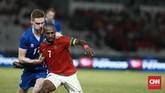 Pelatih Timnas Indonesia Luis Milla memasukkan sejumlah pemain bertipe menyerang di babak kedua, termasuk penyerang senior Boaz Solossa. (CNN Indonesia/Andry Novelino)