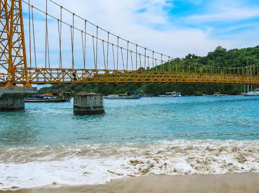 Kehadiran Jembatan Cinta menjadi daya tarik tersendiri dan berujung pada meningkatnya jumlah wisatawan yang mengunjungi Nusa Lembongan dan Nusa Ceningan. Dok PUPR/Ditjen Bina Marga.