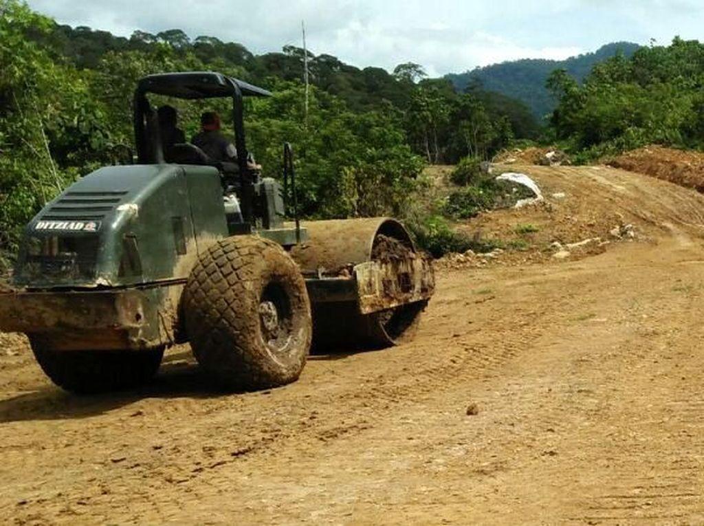 Yuk Lihat Jalan Perbatasan Kalimantan Dibangun