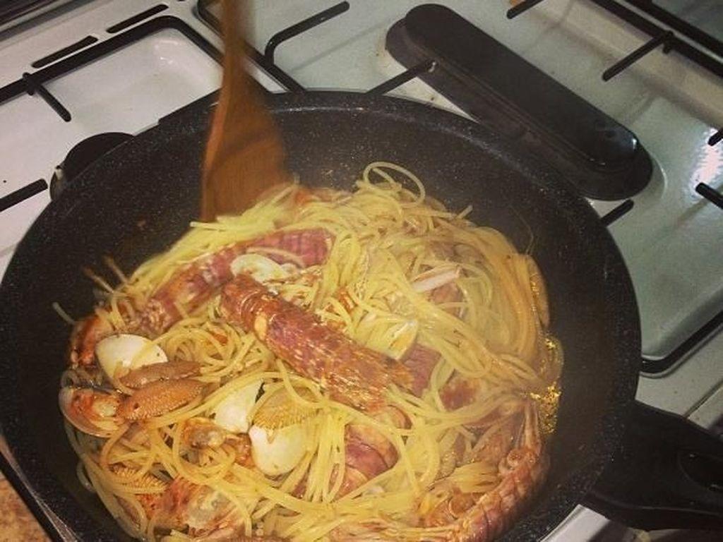 Spaghetti seafood ini dimasak sendiri, lho oleh Rio. Home cooking, tulis akun instagram @rharyantoracing. Foto: Instagram Rio Haryanto