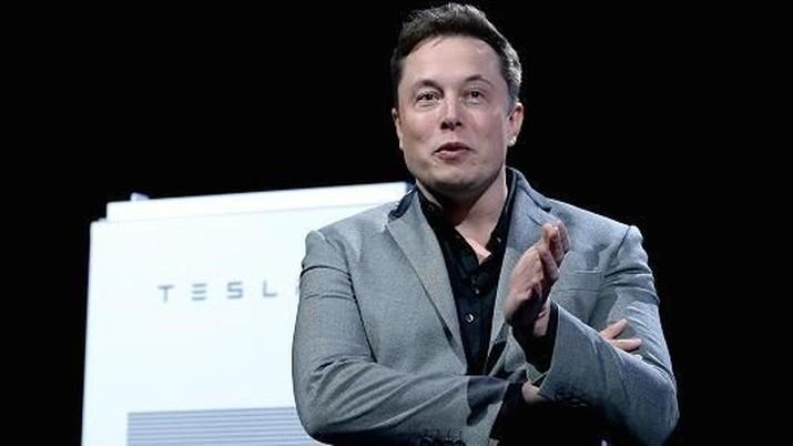 SpaceX tengah membangun pesawat ke Mars yang diharapkan dapat diluncurkan pertengahan tahun depan.