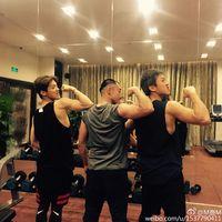 Mantan personil grup EXO ini juga beberapa kali mengunggah latihannya di gym bersama teman-temannya. (Foto: Instagram/7_luhan_m)