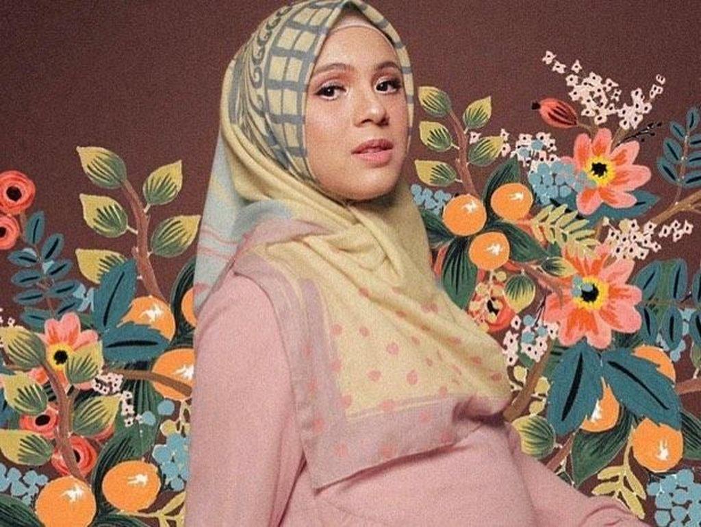 5 Artis Jual Scarf Bermotif yang Tren untuk Hijabers