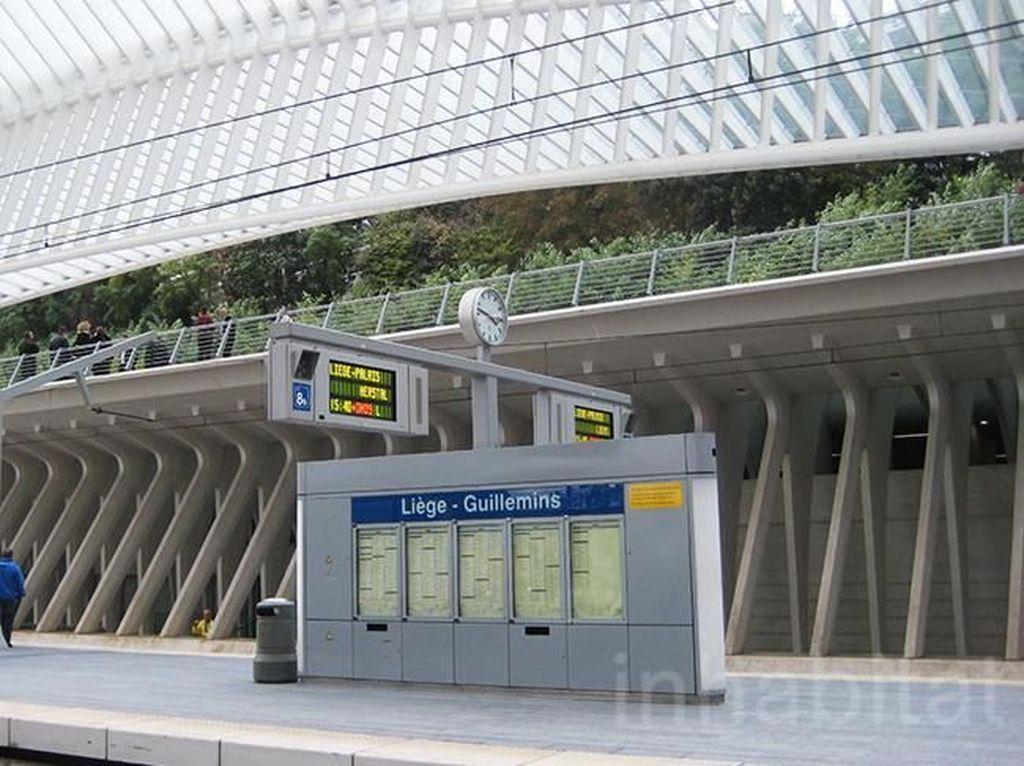 Bernama Liege-Guillemins TGV Railway Station, stasiun ini berlokasi di kota Liege, Belgia. Istimewa/Inhabitat.