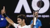 Kendati sudah berusia 37 tahun, Roger Federer masih mempertahankan status sebagai petenis top dunia dengan menjadi juara grand slam Australia Terbuka 2018. (REUTERS/Thomas Peter)