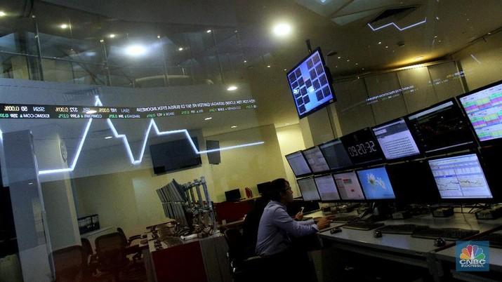 Aktivitas perdagangan saham di Bursa Efek Indonesia, Jakarta, Selasa (16/1/2018). Pasca ambruknya koridor lantai 1 di Tower 2 Gedung BEI kemarin (15/1/2018), hari ini aktifitas perdagangan saham kembali berjalan normal