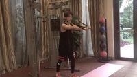 Sulit dipercaya melihat Luhan yang sering mendapat julukan 'pria cantik' ini sedang membentuk ototnya di gym. (Foto: Twitter/sehhunie)