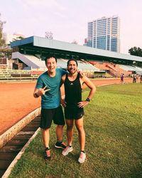 Selfie juga tak lupa dilakukan bersama temannya setelah olahraga lari. Foto: Instagram @vjdaniel