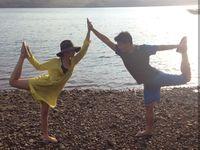 Tidak bosan, Chelsea dan Glenn juga menyempatkan diri untuk yoga di tengah liburannya. (Foto: Instagram/chelseaoliviaa)