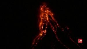 VIDEO: Rekaman Amatir Perlihatkan Aliran Lahar Gunung Mayon