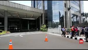 VIDEO: Selasar Roboh, Karyawan Gedung BEI Diliburkan