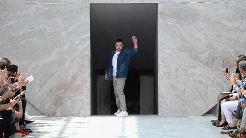Louis Vuitton Ditinggal Desainernya, Ada Apa?
