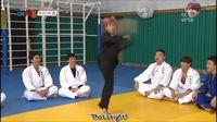 Ia pernah diminta menunjukkan kemahirannya dalam hapkido di sebuah reality show bertajuk Cool Kiz on the Block. Sang pemandu acara mengatakan Baekhyun mengantongi pengalaman selama 9 tahun berlatih hapkido. (Foto: YouTube)