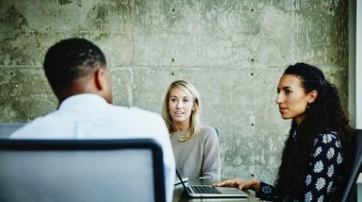 Wawancara kerja menjadi proses menegangkan bagi pelamar. Terkadang mereka kurang mempersiapkan diri untuk pertanyaan simpel tapi 'sulit'. Berikut kiatnya