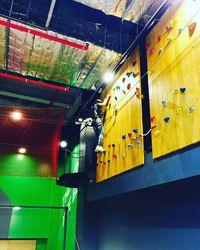 Di sela-sela itu, Baekhyun juga berlatih panjat dinding. (Foto: Instagram/baekhyunee_exo)