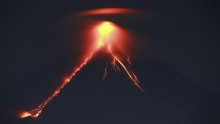 FOTO: Filipina Evakuasi Warga Jelang Letusan Gunung Mayon