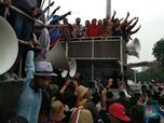 Gaya Menteri Susi di Tengah Kerumunan Demo Nelayan