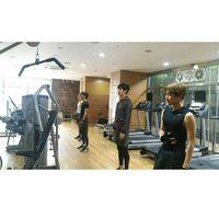 Biasanya Baekhyun berlatih bersama teman-teman segrupnya seperti Xiumin dan Chanyeol dan Chen, bisa juga dengan seniornya di SM Entertainment. (Foto: Instagram/naejongseok)