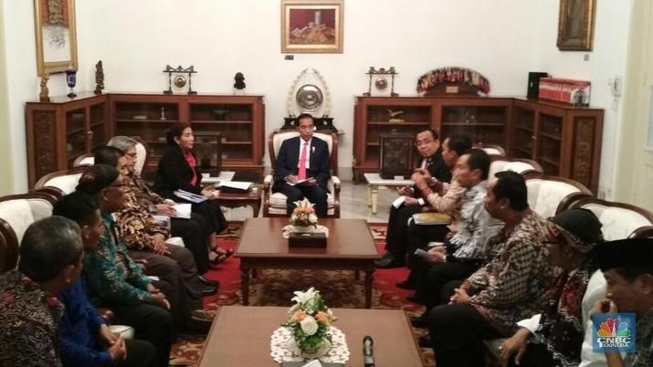Presiden Joko Widodo (Jokowi) tidak bisa lagi menyembunyikan kekesalannya. Ada apa?