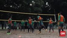 Timnas Indonesia Adu <i>Juggling</i> di Lapangan Voli