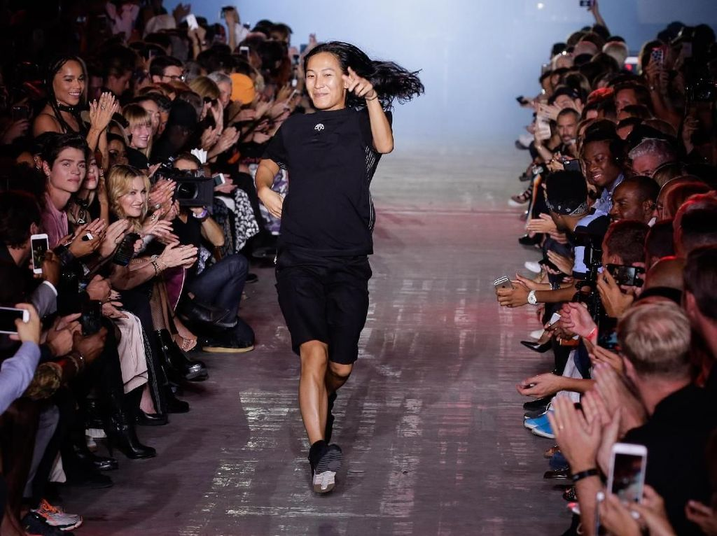 Giliran Alexander Wang Setop Pamer Koleksi di New York Fashion Week
